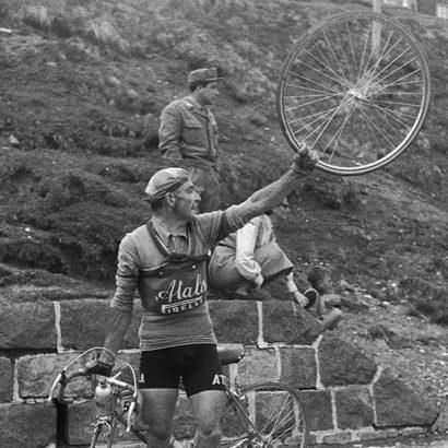Ciclista-al-Giro-dItalia-1954